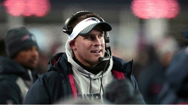 McDaniels turns down Colts job, to remain with Patriots