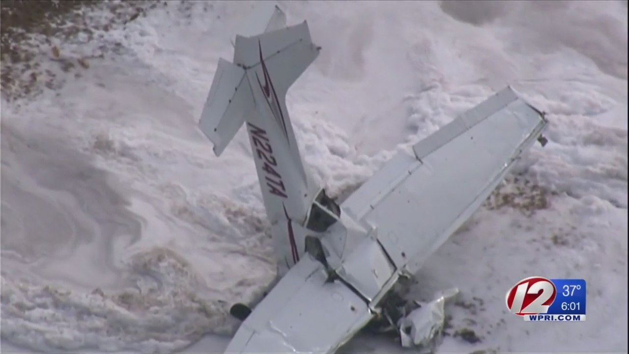 Small plane crash in Mansfield leaves two dead