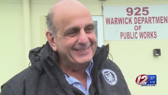 Governor asks Warwick mayor to resign from Dealers' Board amid plate dispute